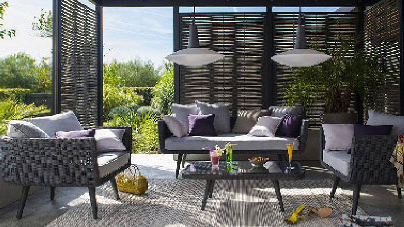 salon de jardin castorama sur terrasse en bois. Black Bedroom Furniture Sets. Home Design Ideas