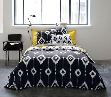 Le graphisme ethnique s'affiche ouvertement sur cette parure de lit réversible (un côté noir sur blanc et un blanc sur noir) à motifs maya noirs et blancs assortie à des oreillers jaunes So chic ! Linge de lit Cappadoce La Redoute