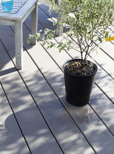 Nettoyer, peindre et entretenir une terrasse en bois avec la peinture Sol Terrasse sans dégriseur ni sous-couche V33