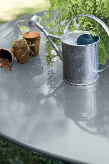Peinture sur table de jardin en fer couleur aluminium v33 - Peindre du metal rouille ...