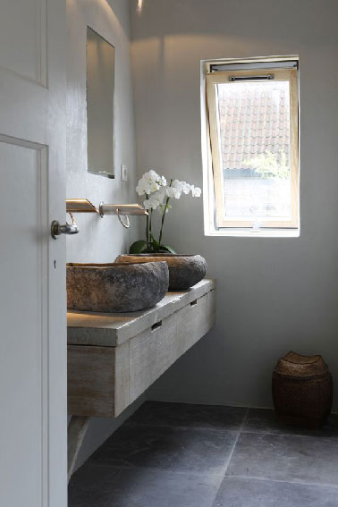 plan de toilette et vasques rondes en pierre. Black Bedroom Furniture Sets. Home Design Ideas