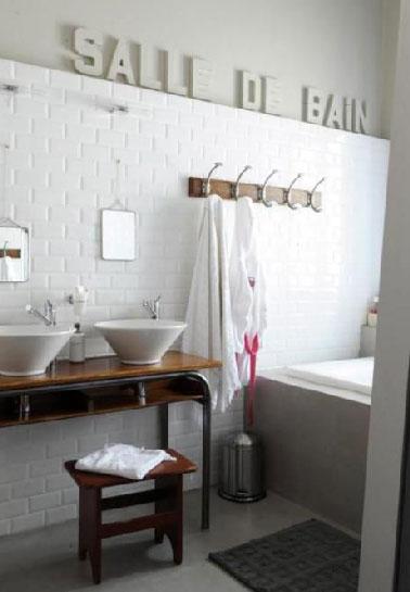 plan vasque fait avec console en bois. Black Bedroom Furniture Sets. Home Design Ideas