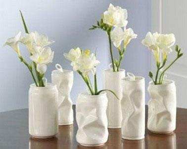 Les boîtes de conserve se transforment en pot de fleurs pour le jardin ou vase pour la maison. Déco Cool vous offre un DIY déco sélectionné sur Pinterest avec 5 idées recycler vos boites en jolis pot de fleurs.