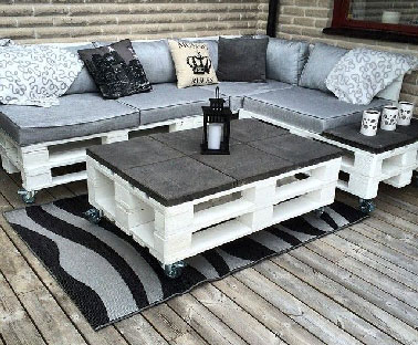 salon de jardin et table basse en palette plateau en carrelage. Black Bedroom Furniture Sets. Home Design Ideas