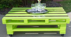 Pour fabriquer une table basse en palette qui complète le salon de jardin ou pour la mettre dans la maison, des idées dans la tendance déco palette pour s'inspirer
