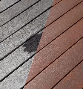 A gauche, le bois grisé d'une terrasse, à droite la même terrasse après son entretien avec le nouveau saturateur bois opaque de V33. 2 couches et le grisé du bois a disparu.