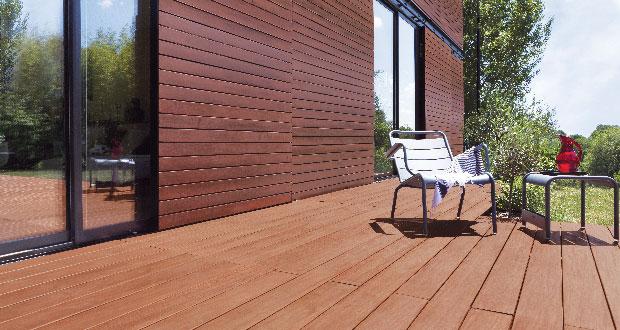 Entretien d 39 une terrasse bois avec un saturateur opaque - Peindre des palettes en bois ...