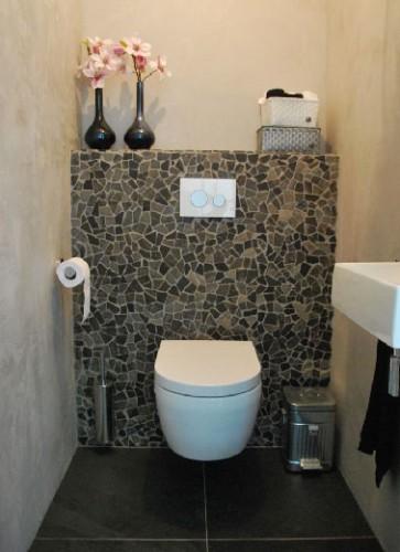 chouette les wc avec un mur en carreaux cass s. Black Bedroom Furniture Sets. Home Design Ideas