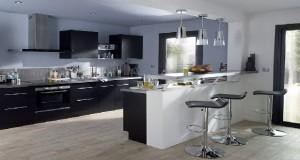 Meubles de cuisine en bois, blanc, rouge, îlot inox pour aménager une cuisine ouverte sur le salon, découvrez 5 photos de cuisine Castorama pour vous inspirer et profiter des petits prix du moment.