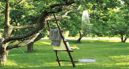 douche ext rieure 4 id es pour l 39 installer dans le jardin. Black Bedroom Furniture Sets. Home Design Ideas