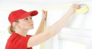 Avec un peu de méthode et un matériel adapté peindre un plafond sans trace devient facile. Ce qu'il vous faut : une peinture plafond, pinceau à réchampir, rouleau à peindre anti-goutte, escabeau ou une perche téléscopique