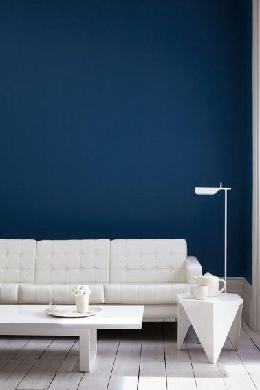 Peinture bleu navy pour r v ler la d co d 39 un salon blanc for Peinture bleu salon