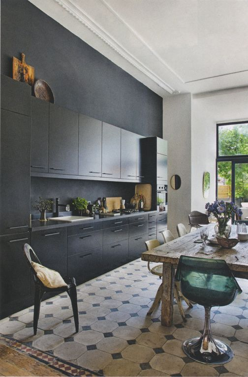 La cuisine noire on adore son look deco cool - Carrelage ancien noir et blanc ...