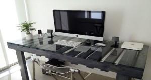 Meubles en palettes pour l'aménagement d'un studio étudiant.Table, banquette, table basse palette, lit et tête de lit en palette, idée déco à prix étudiant