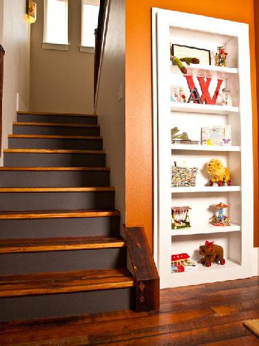 Relooking escalier bois avec contremarches peintes marron for Quelle peinture pour escalier bois