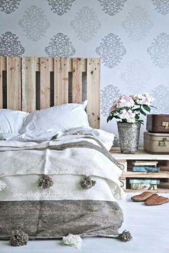 t te de lit et table basse palette. Black Bedroom Furniture Sets. Home Design Ideas