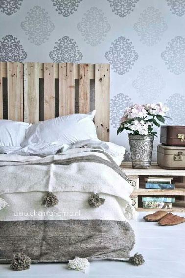 T te de lit et table basse palette - Tete de lit avec chevet suspendu ...