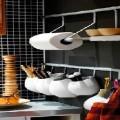 Pour un rangement de la cuisine pratique et déco, découvrez comment des astuces peuvent vous aider. Etagères, barres, panneau en mural pour ranger casseroles et ustensiles de cuisine avec des idées pas chères.