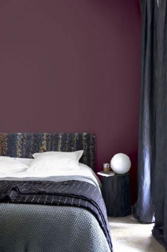 ... aubergine, camaïeux de bleu pour les coussins et linge de lit et la