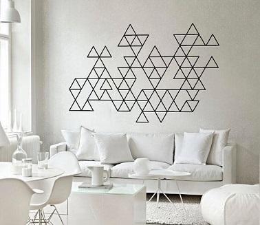 Utiliser du masking tape pour décorer un mur avec des formes graphiques , une idée déco astucieuse et pas chère. Dessinez un plan au préalable et collez !