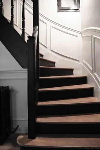 Escalier d co peinture noire moderne for Peinture pour escalier en bois interieur