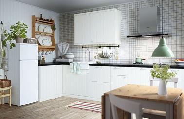 Pour les fourneaux en angle, cette cuisine Ikea en est idéalement pensée. Ces meubles sur-mesure Metod sont à la fois pratiques et stylés on valide.