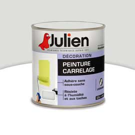 Une peinture Julien pour carrelage, grès cérame, faïence de salle de bain et cuisine en application directe en mural en 2 couches aspect brillant 11 couleurs à faire en machine à teinter. Peinture Carrelage Julien, prix : 20.50 € le pot de 0.5L chez Castorama.