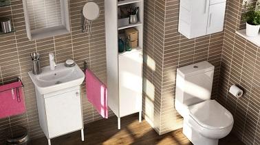 Petite salle de bain pratique avec des meubles hauts ikea - Meubles de salle de bains ikea ...