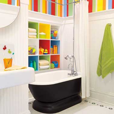 salle de bain enfant avec niche rangement couleurs flashy. Black Bedroom Furniture Sets. Home Design Ideas