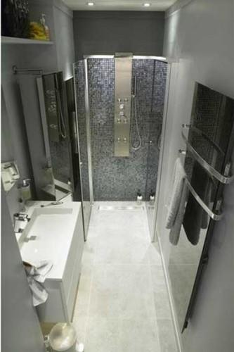 S che serviette soufflant dans salle de bain italienne - Pose serviette salle de bain ...