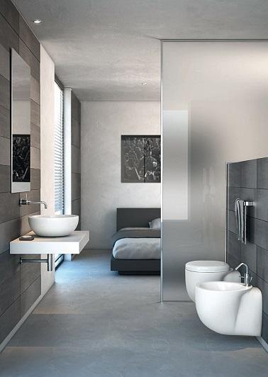 Une suite parentale grise c'est l'assurance d'une déco moderne réussie. Et quand la salle de bain se fait discrète et minimaliste on aime encore plus.
