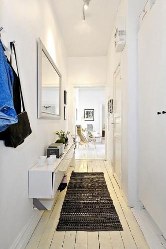 Une d co couloir d 39 entr e a r e avec des miroirs for Miroir etroit