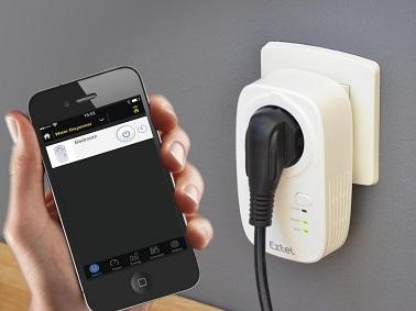 Baptisée Extel Soky, cette prise intelligente permet de suivre la consommation d'énergie via l'application mais aussi d'être programmée pour se déclencher ou s'arrêter.