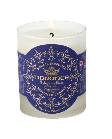 Cette année, le spécialiste des bougies parfumées Durance met en valeur une bougie au parfum de frangipane qui lutte pour la bonne cause en soutenant l'association Rêves.