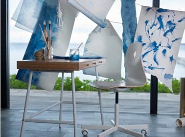 Un bureau en bois à installer dans le salon ou dans la chambre style bureau d'artiste peintre.