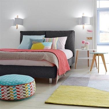 Pour éviter que la chambre blanche ne soit trop aseptisée, il convient de rompre le côté immaculé de la pièce avec des touches de couleurs vives et des motifs modernes.