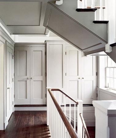 Couleur lin clair peinte sur un plafond dans un couloir - Quelle est la meilleure peinture pour plafond ...