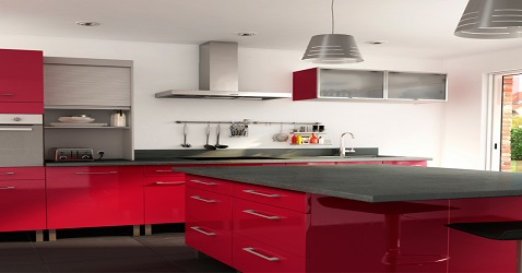Une cuisine avec îlot rouge moderne et familial.