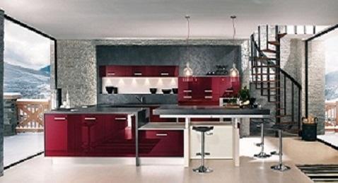 Une cuisine équipée rouge bordeaux laquée très design.