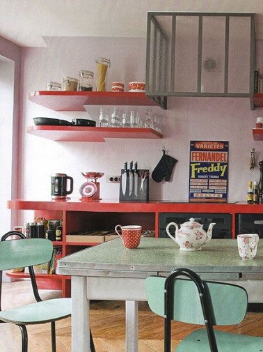 This decor is so retro and looks like it could be a - Table cuisine retro ...