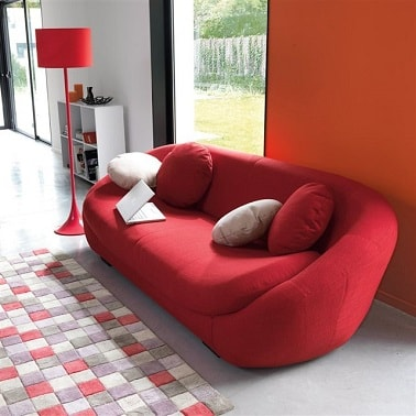 Deco moderne avec petit canape design rouge la redoute for Salon canape design