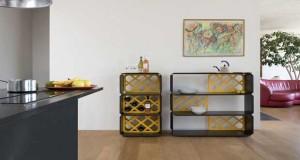 Le meuble de rangement du designer Sebastian Bergne, s'assemble en modules en fonction de besoins de rangement. Bibliothèque, ou meuble TV, rangement dans la salle de bain….