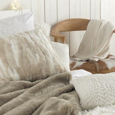 jete de lit gris duveteux fausse fourure maison du monde |