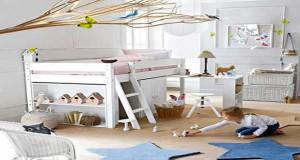 Un lit combiné LA solution déco pour gagner de la place dans une chambre enfant. Tel un lit mezzanine ce lit en hauteur La Redoute combine rangements et bureau.