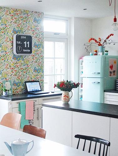 Papier peint cuisine 20 exemples d co pour l 39 adopter for Papiers peint cuisine