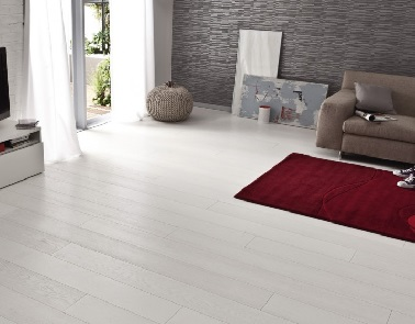 Parquet blanc le rev tement de sol bois blanchi c est chic - Peindre son parquet en gris ...