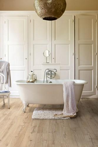 Un parquet stratifi pour salle de bain quick step for Parquet pour salle de bain