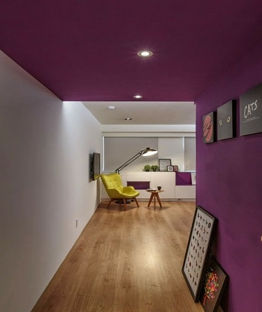 peindre un plafond et un mur de couloir en aubergine. Black Bedroom Furniture Sets. Home Design Ideas