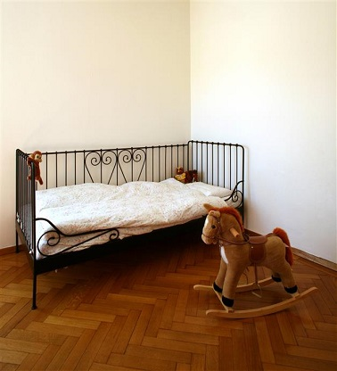 Une peinture chambre b b avec des couleurs tendres - Peinture pour meuble bebe ...