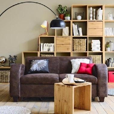 Effet cuir vieilli marron sur un petit canapé 2 places.